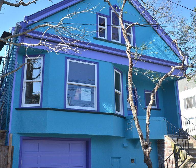 C'est une Maison Bleue …